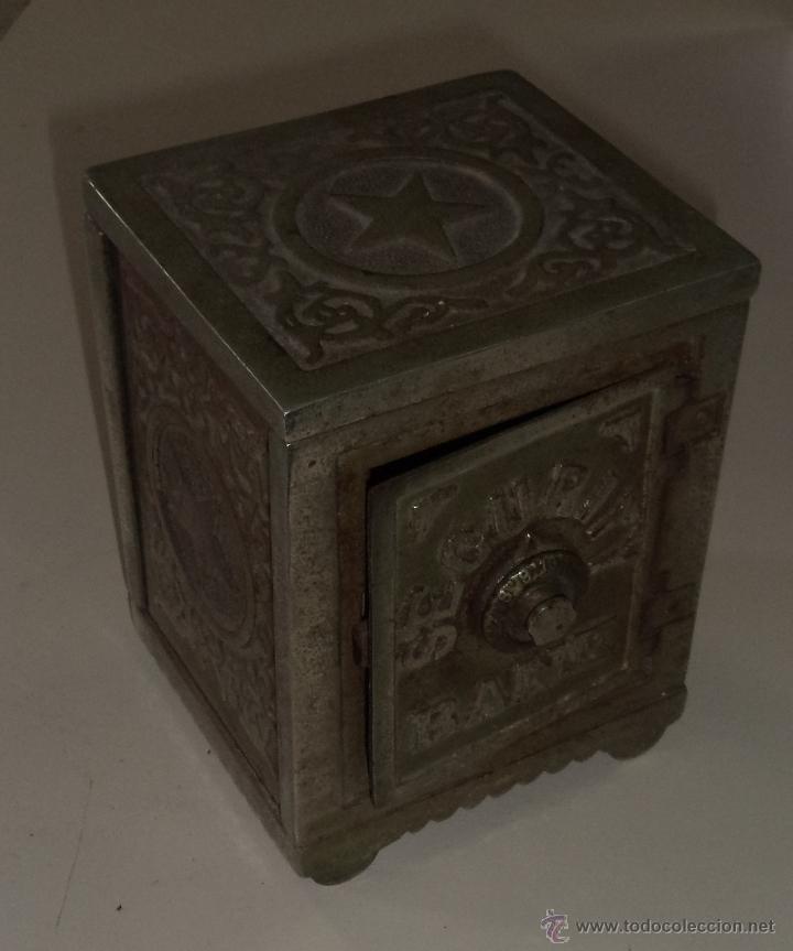 Antigüedades: ANTIGUA HUCHA. CAJA FUERTE. HIERRO DECORADA EN RELIEVE. SECURITY BANK. VER FOTOS - Foto 3 - 49441999