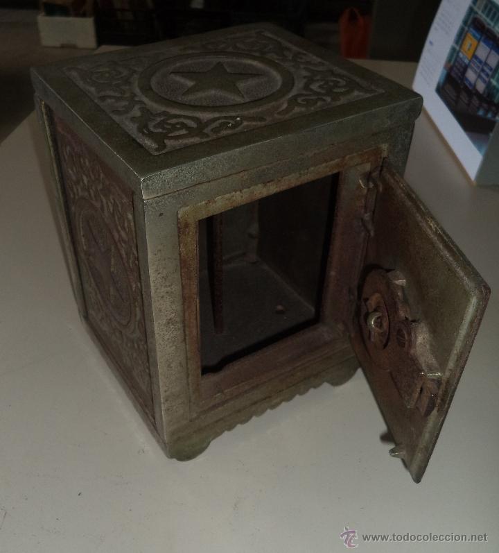 Antigüedades: ANTIGUA HUCHA. CAJA FUERTE. HIERRO DECORADA EN RELIEVE. SECURITY BANK. VER FOTOS - Foto 4 - 49441999