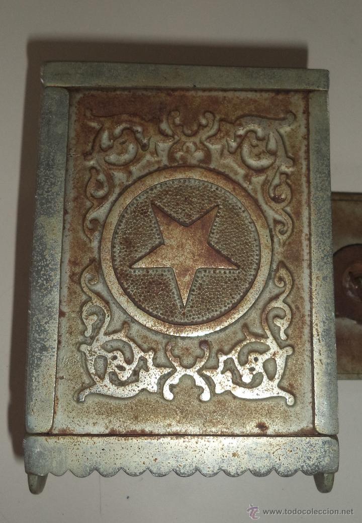 Antigüedades: ANTIGUA HUCHA. CAJA FUERTE. HIERRO DECORADA EN RELIEVE. SECURITY BANK. VER FOTOS - Foto 5 - 49441999