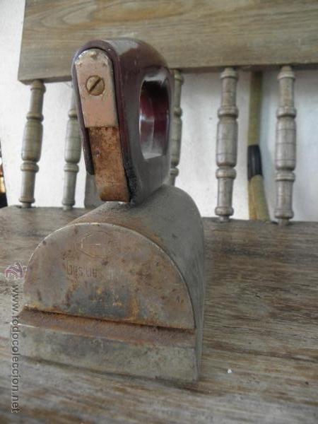Antigüedades: Plancha de hierro vintage con asa de plastico granate - Foto 5 - 49446913