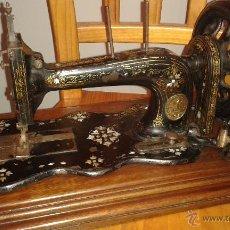 Antigüedades: MAQUINA COSER SINGER DE VIOLIN CON INCRUSTACIONES DE NACAR. Lote 71738971