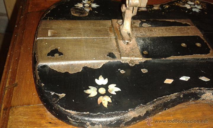 Antigüedades: Maquina coser SINGER DE VIOLIN CON INCRUSTACIONES DE NACAR - Foto 2 - 71738971