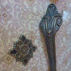 Antigüedades: ESPLENDIDO TIRADOR-ASA EN BRONCE CON EMBELLECEDOR. Lote 49496928
