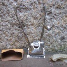 Antigüedades: CORTAPELOS MANUAL MARCA ELCORO SIN USO 4 CEROS, ANCHO DE CORTE 42MM 35 PUAS + INFO. Lote 49561761