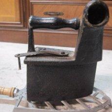 Antigüedades: PLANCHA DE CARBÓN DE HIERRO FUNDIDO. Lote 49661324