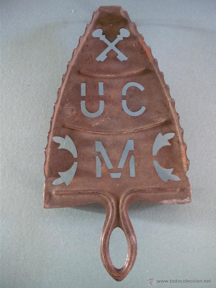 Antigüedades: antiguo soporte de plancha / reposa plancha (hierro, 23,5x12cm aprox) - Foto 2 - 49707062