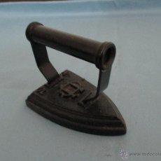 Antigüedades: ANTIGUA PLANCHA DE HIERRO MARCA CU Nº 4 S. Lote 49749894