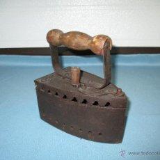 Antigüedades: ANTIGUA PLANCHA DE CARBÓN MARCA ALBA Nº 2. Lote 49750023