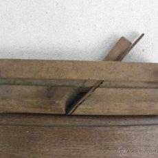 Antigüedades: CEPILLO O GARLOPA DE MADERA ANTIGUA - CUCHILLA CURVADA. Lote 49786118