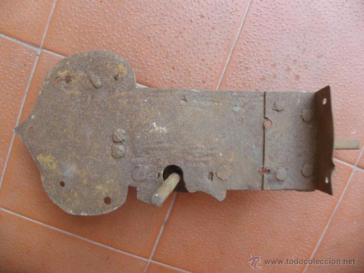 Antigüedades: Cerradura antigua de forja S. XIX o anterior - bonito diseño - Foto 2 - 49787258