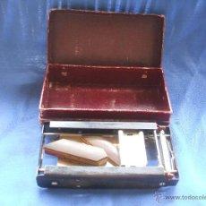Antigüedades: AFILADOR DE CUCHILLAS ALLEGRO TRADE MARK REGD, FABRICADO EN SUIZA, PATENTE USA, BARBERIA, BARBERO.. Lote 49788903