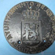 Antigüedades: ANTIGUA TAPA TAPADERA DE FORJA AYUNTAMIENTO DE BADAJOZ DE ABASTECIMIENTO DE AGUAS. Lote 49860573