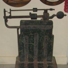 Antigüedades: ANTIGUA BÁSCULA DE ALMACEN. Lote 50019597