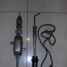 Antigüedades: ANTIGUO BERBIQUI Y GRAN SOLDADOR ELECTRICO. TALADRO MANUAL.. Lote 50053642