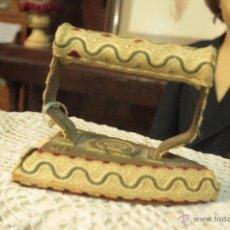 Antigüedades: ANTIGUA Y CURIOSA PLANCHA, FORRADA DE TELA. S.XIX. Lote 70384177