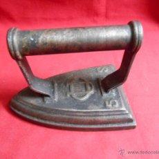Antigüedades: ANTIGÜA PLANCHA DE HIERRO MACIZO Nº 5 CON MARCA DE FABRICANTE - U.C.5.S -. Lote 50160901