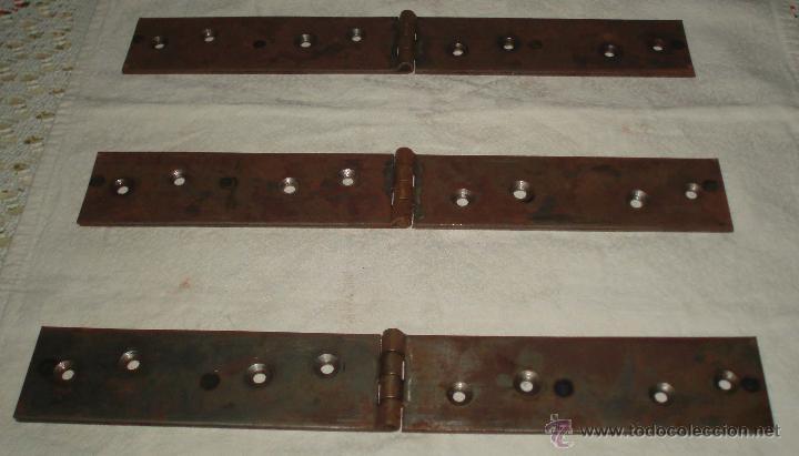 TRES BISAGRAS DE PORTON ACERO 35 CMS DE LARGAS Y 5 CMS DE ANCHAS (Antigüedades - Técnicas - Cerrajería y Forja - Bisagras Antiguas)