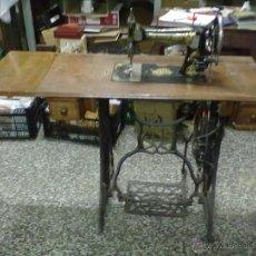 Antigüedades: NAUMANN MAQUINA DE COSER DE LANZADERA. Lote 50234319