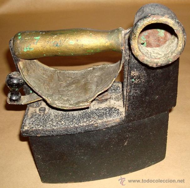 ANTIGUA PLANCHA DE CARBÓN CON CHIMENEA (Antigüedades - Técnicas - Planchas Antiguas - Carbón)