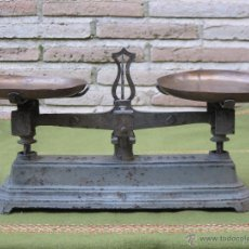 Antigüedades: BALANZA ANTIGUA FORCE 5 KILOGR. - COMPLETA Y EQUILIBRADA.. Lote 109865810