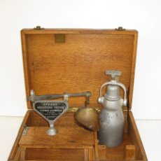 Antigüedades: BASCULA LABORATORIO ANTIGUA SPEEDY MOISTURE TESTER THOMAS ASMWORTH BURNLEY ENGLAND. Lote 50383018