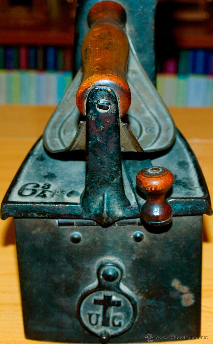 ESPECTACULAR Y MUY ANTIGUA PLANCHA DE CARBÓN (CON LETRAS GRABADAS EN FORJA Y PINTADAS) (Antigüedades - Técnicas - Planchas Antiguas - Carbón)