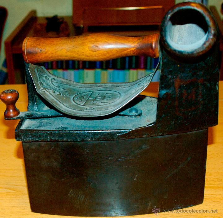 Antigüedades: ESPECTACULAR Y MUY ANTIGUA PLANCHA DE CARBÓN (CON LETRAS GRABADAS EN FORJA Y PINTADAS) - Foto 2 - 50442913