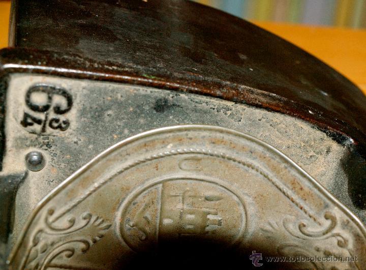 Antigüedades: ESPECTACULAR Y MUY ANTIGUA PLANCHA DE CARBÓN (CON LETRAS GRABADAS EN FORJA Y PINTADAS) - Foto 4 - 50442913