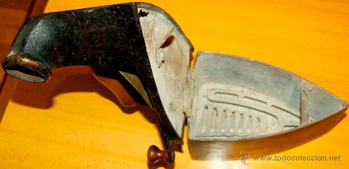 Antigüedades: ESPECTACULAR Y MUY ANTIGUA PLANCHA DE CARBÓN (CON LETRAS GRABADAS EN FORJA Y PINTADAS) - Foto 9 - 50442913
