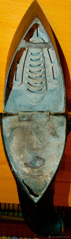 Antigüedades: ESPECTACULAR Y MUY ANTIGUA PLANCHA DE CARBÓN (CON LETRAS GRABADAS EN FORJA Y PINTADAS) - Foto 10 - 50442913
