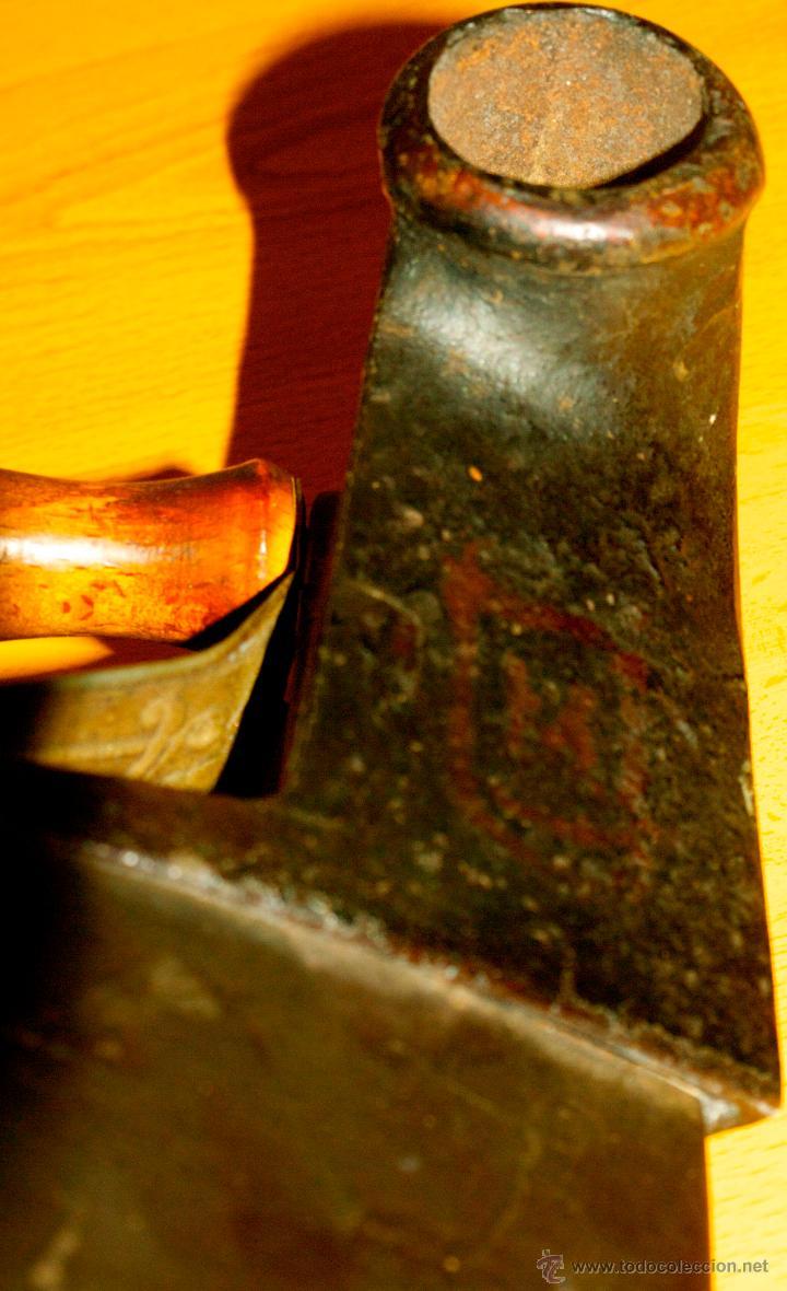 Antigüedades: ESPECTACULAR Y MUY ANTIGUA PLANCHA DE CARBÓN (CON LETRAS GRABADAS EN FORJA Y PINTADAS) - Foto 12 - 50442913