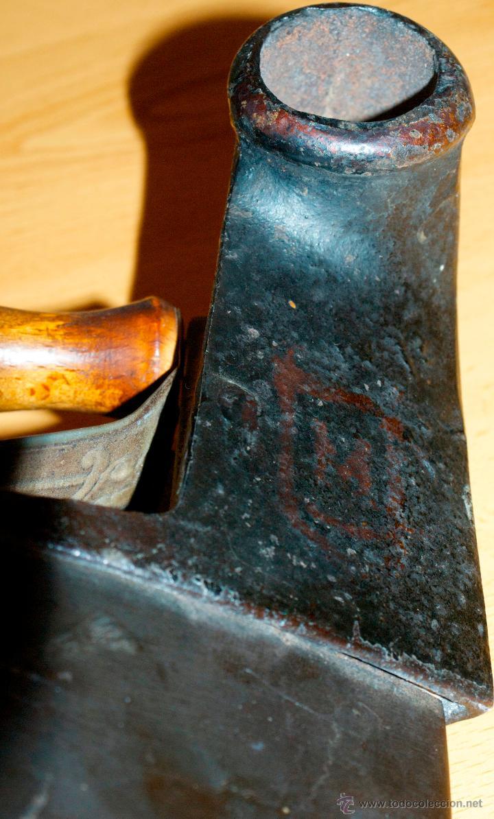 Antigüedades: ESPECTACULAR Y MUY ANTIGUA PLANCHA DE CARBÓN (CON LETRAS GRABADAS EN FORJA Y PINTADAS) - Foto 13 - 50442913