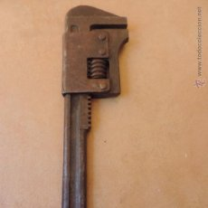 Antigüedades: ANTIGUA LLAVE INGLESA O GRIFA - CON SELLO DE MARCA - 27,5 CM LARGO. Lote 50458249