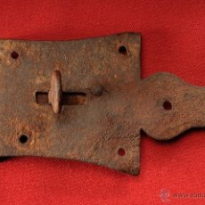 Antiquités: ANTIGUO PESTILLO CERROJO EN HIERRRO FORJADO. Lote 50495107
