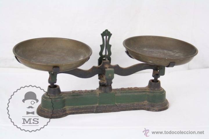 ANTIGUA BALANZA DE HIERRO - MARCADA FZA - 2 KILOS - C. 1900 - MEDIDAS 40 X 17 X 19 CM (Antiquitäten - Technische - Waagen und Gewichte - Antike Balkenwaagen)