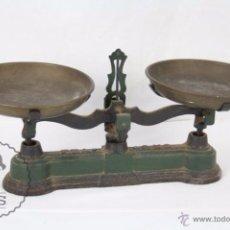 Antigüedades: ANTIGUA BALANZA DE HIERRO - MARCADA FZA - 2 KILOS - C. 1900 - MEDIDAS 40 X 17 X 19 CM. Lote 50506039