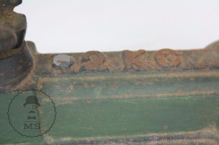 Antiquitäten: Antigua Balanza de Hierro - Marcada FZA - 2 Kilos - C. 1900 - Medidas 40 x 17 x 19 Cm - Foto 4 - 50506039