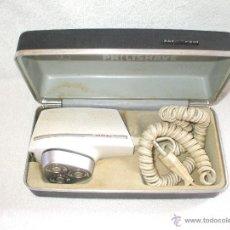 Antigüedades: MAQUINILLA ELECTRICA DE AFEITAR PHILISHAVE SPECIAL SUPER 90 EN SU CAJA ORIGINAL * FUNCIONA *. Lote 50533154