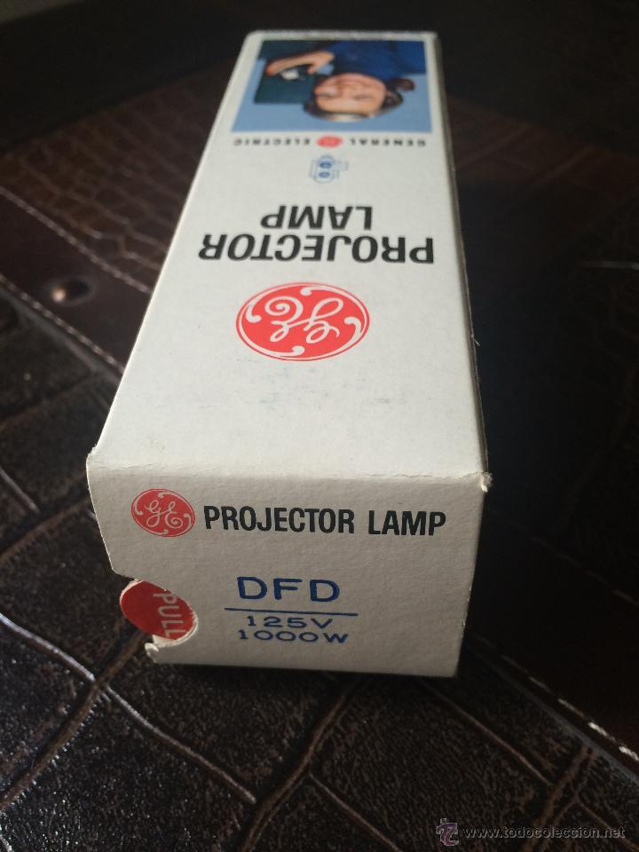 Antigüedades: Lámpara 125V 1000W para proyector o máquina de cine super 8, 16mm ó 35mm nueva a estrenar - Foto 2 - 52151827