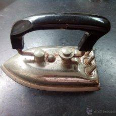 Antigüedades: ANTIGUA PLANCHA ELECTRICA PLEGABLE SIN MARCA - NO FUNCIONA. Lote 50599453