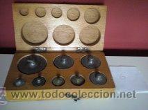 ANTIGUA CAJA CON 8 PESAS EN BRONCE Nº6 100% COMPLETO Y ORIGINAL (Antigüedades - Técnicas - Medidas de Peso Antiguas - Otras)
