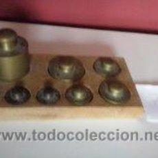Antigüedades: HERMOSO JUEGO DE ANTIGUAS PESAS BRONCE Nº7. Lote 50606880