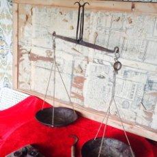 Antigüedades: BALANZA Y JUEGO DE PESAS.. Lote 50644536