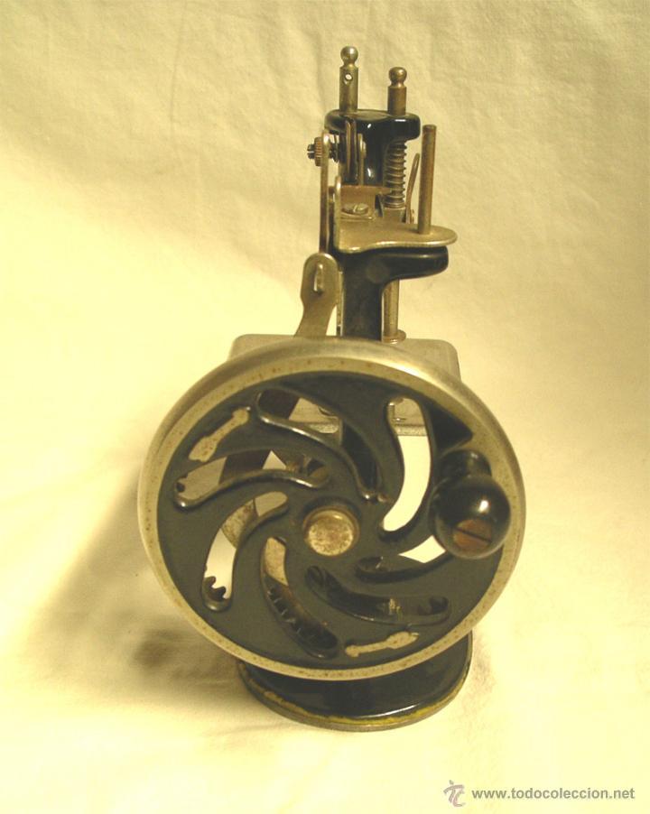 Antigüedades: Maquina de coser Singer USA nº 20, hierro litografiado, con manual instrucciones. - Foto 4 - 50715886