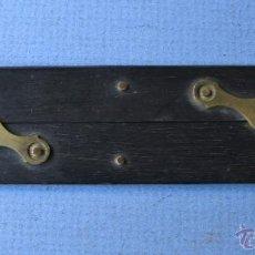 Antigüedades: PEQUEÑA REGLA PARALELA DE EBANO Y LATON (15X3,4CM APROX). Lote 50759539