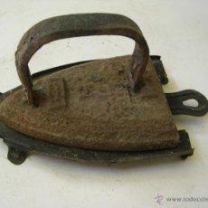 Antigüedades: ANTIGUA PLANCHA CON SOPORTE. Lote 50920849
