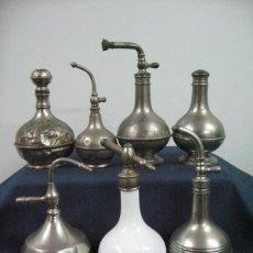 Antigüedades: LOTE COLECCION PERFUMERO (7) BARBERIA BARBERO METAL Y OPALINA. Lote 51015530