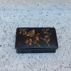 Antigüedades: CAJA DE LACA CHINA NEGRA ANTIGUA DECORADA EN ORO CON PAJAROS Y RAMAS,SIGLO XIX APROX. Lote 51027946