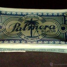 Antigüedades: CAJA DE 10 HOJAS DE AFEITAR ANTIGUAS-MARCA PALMERA PLATA-CON PRECINTO Y TIMBRE. Lote 51037578