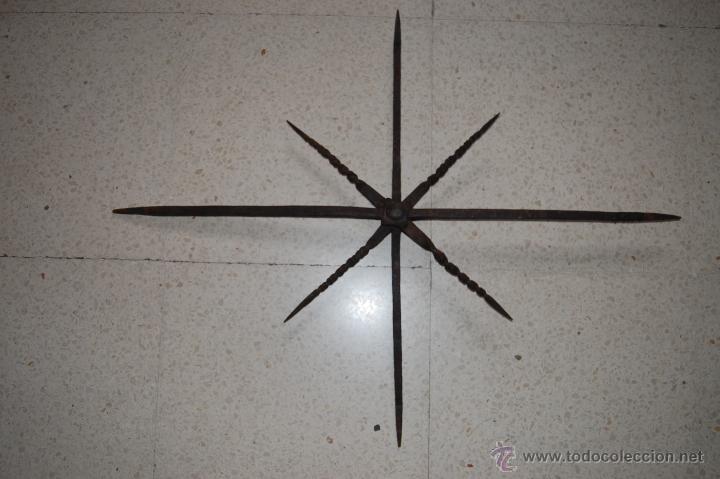 Antigüedades: Reja de forja para ventana u óvalo. SS. XVII-XVIII - Foto 2 - 51092939